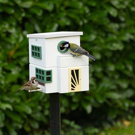 Maison à oiseaux au jardin